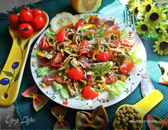 Теплый салат из пасты и овощей
