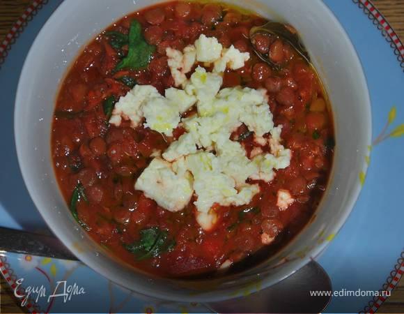 Чечевичная похлебка со свеклой и шпинатом