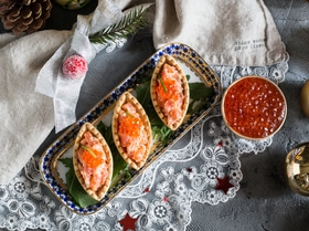 Тарталетки с лососем в соусе «Спайси»
