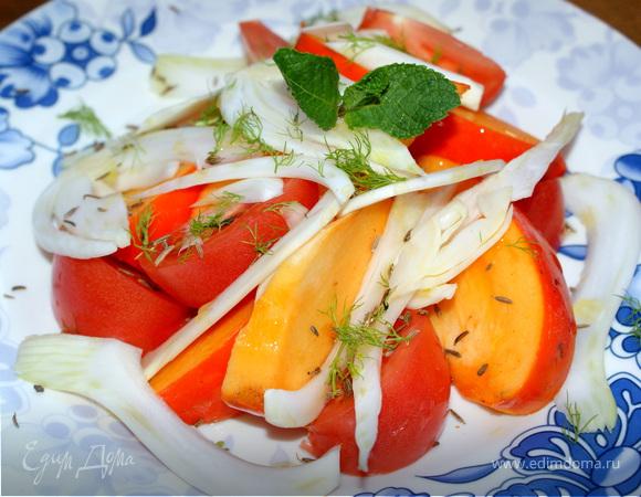 Оригинальный салат с хурмой, помидором и фенхелем.