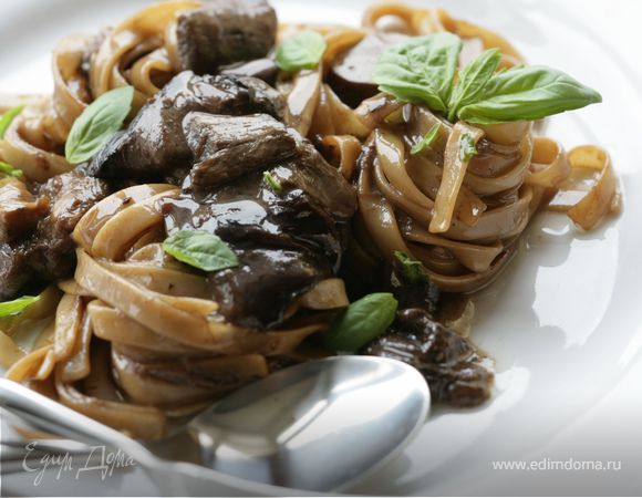 Лапша с белыми грибами на оливковом масле