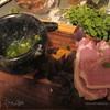 Свинина с майораном, яблоками и базиликом