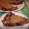 Нежный ореховый пирог с черной смородиной