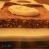 Шоколадно-ореховое пирожное со сливками