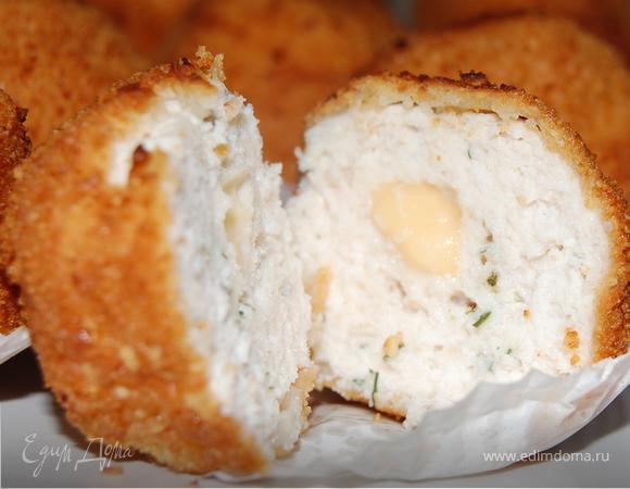 Шарики филейные с сырной начинкой в миндальной панировке