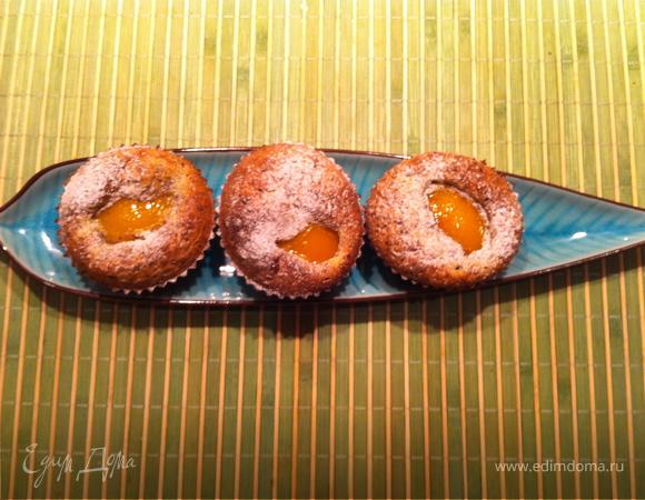 Французские пирожные с персиками