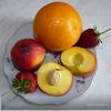 Персики с клубникой в апельсиновом сиропе