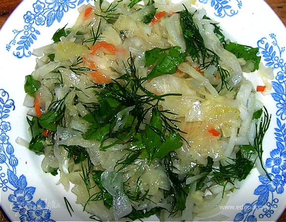 Салат из квашенной капусты. (Как в детстве!)