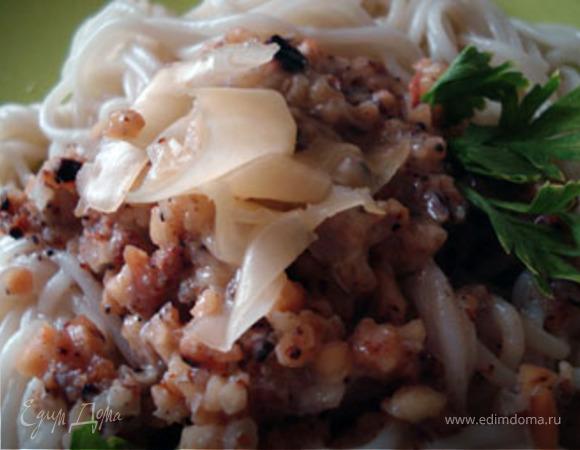 Спагетти с карамелизованными орехами и сливочным соусом
