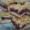 Тертый пирог с вишнями.