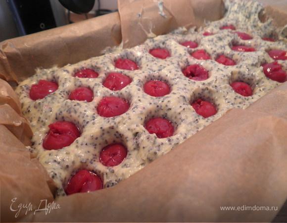 Маковое полено с вишнями