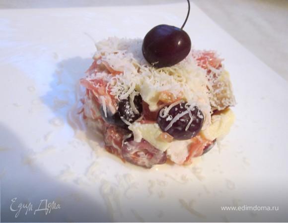 Салат с фруктами и куриной грудкой
