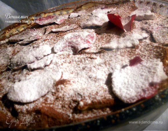 Медовый тирамису с лепестками роз