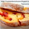 Творожный рулет с яблоками и сливой