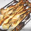 Идеи для пивного стола. №1.Томатный крекер с базиликом. №2.Слоеные спиральки с маком, кунжутом, семечками и травами.