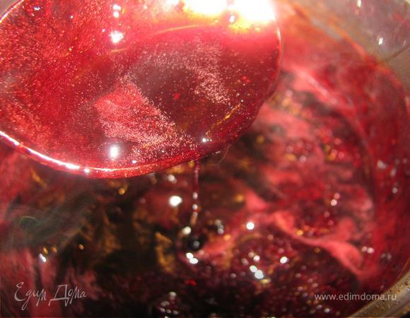 Телятина в смородиново-винном соусе