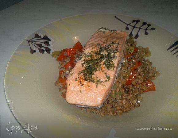 Гречетто с двумя видами перца , чесноком и соевым соусом и стейк лосося вариант номер 2