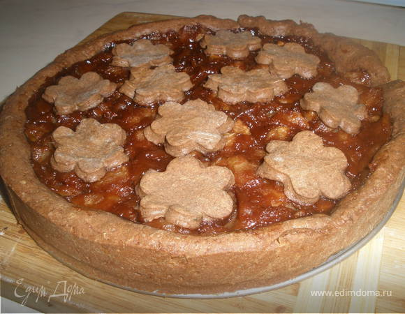 Шоколадно-яблочный пирог из песочного теста