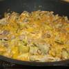 Куриные желудочки в сметанном соусе с маринованным огурчиком