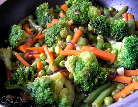 Зеленое рагу с имбирем и морковью