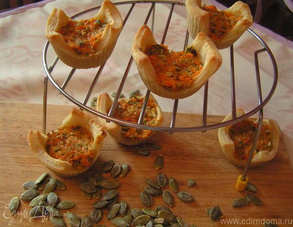 Корзиночки с морковным суфле, вешенками и тыквенными семечками