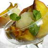 Печеное манго с корицей и мороженым