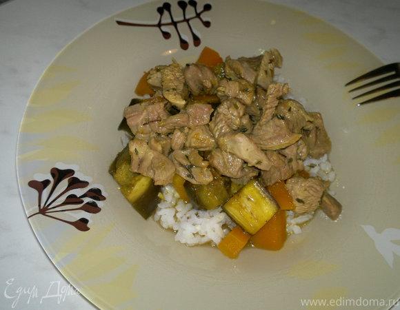 Рис по-тайски с бедром индейки