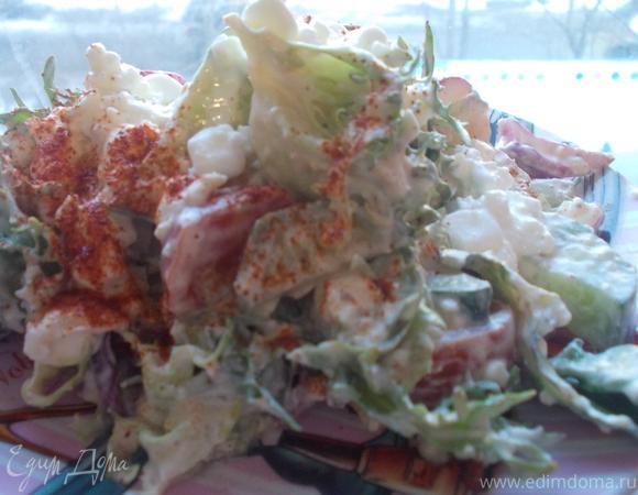 Овощной салатик с заправкой из зерненого творога