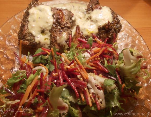 Свинина с сырным соусом и легким салатиком