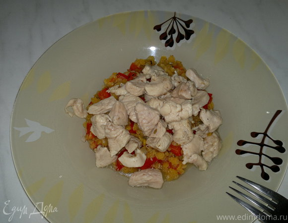 Чечевица с сладким перцем и чесноком и куриная грудка с зирой и кориандром