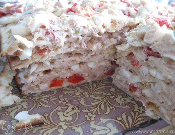 Закусочный торт из мацы и тунца