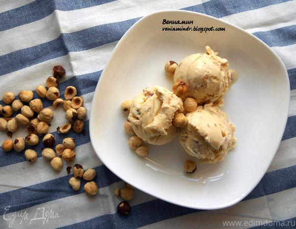 Медовое мороженое с фундуком