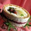 Торт-мороженое с безе и красными ягодами