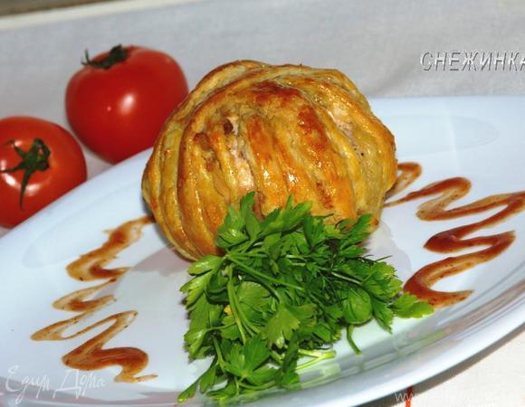 """""""Клубок"""" из куриного филе с фаршированным помидором"""