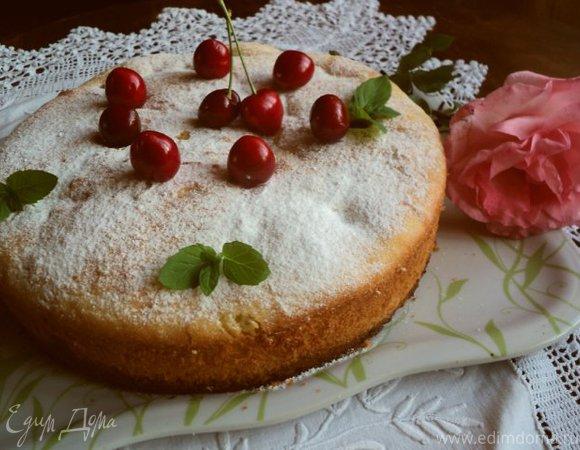 Пирог из манки с черешней