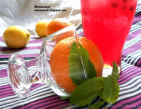 Апельсиново-брусничный холодный чай с мятой
