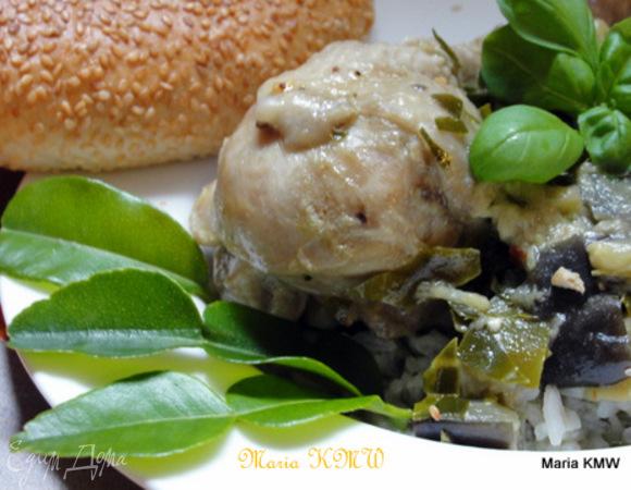 Зеленое, горячее карри с баклажанами и курицей