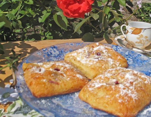 Творожные пирожные с вишней