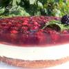 Торт с нежным суфле и ежевикой