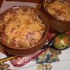 Колбаски на овощах под сырной крышкой