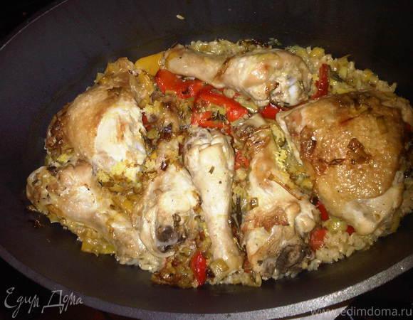 Ароматная курица с горохом нут и бурым рисом