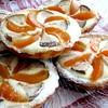 Корзиночки с персиками, грушами и сырным кремом