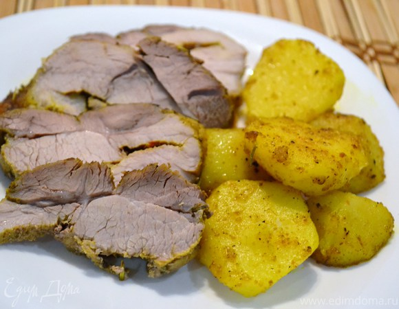 Свинина, запеченная с розмарином и карри