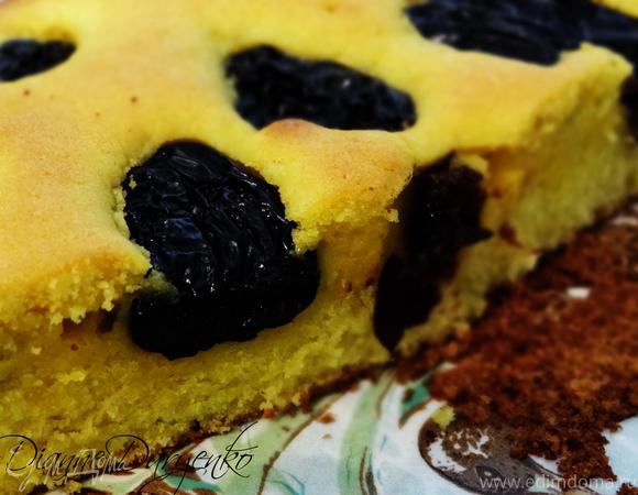 """На скорую руку: """"Правильный"""" немецкий рассыпчатый пирог с черносливом"""