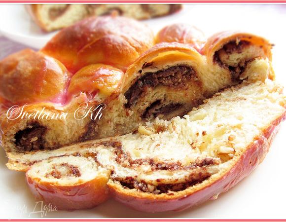 Плетенка из пяти жгутов с орехами и шоколадом