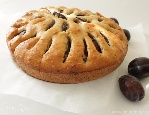Пирог со сливами и белым шоколадом
