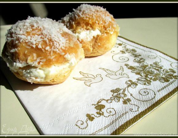 """Пирожные """"Шу"""" с кокосово-ромовым кремом"""