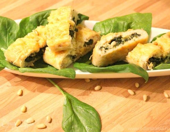 Рыбный рулет со шпинатом, сыром Джюгас и кедровыми орешками