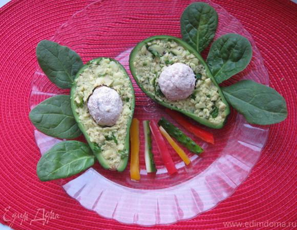 Авокадо с тунцом и сливочным сыром