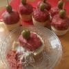 Розовые котлетки под сливочно-грибным соусом
